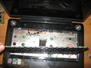 Staccare tastiera Toshiba Satellite A300