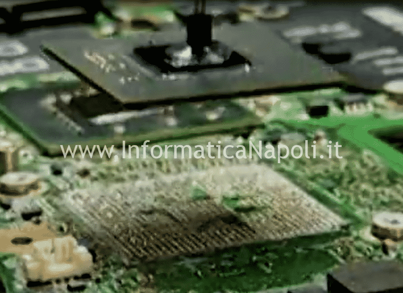 Problemi scheda video Macbook pro lift reballing bga apple macbook A1286 A1278 A1297