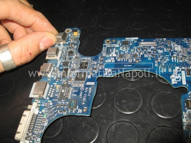 riparazione scheda madre macbook pro 17 a1229
