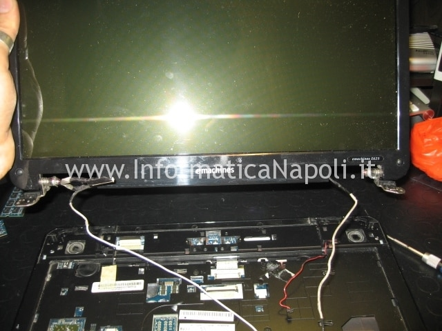 smontare display eMachines E625 KAWG0