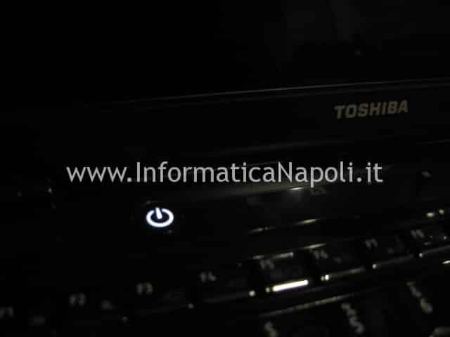 TOSHIBA Satellite U400D 200 PSU48E schermo nero