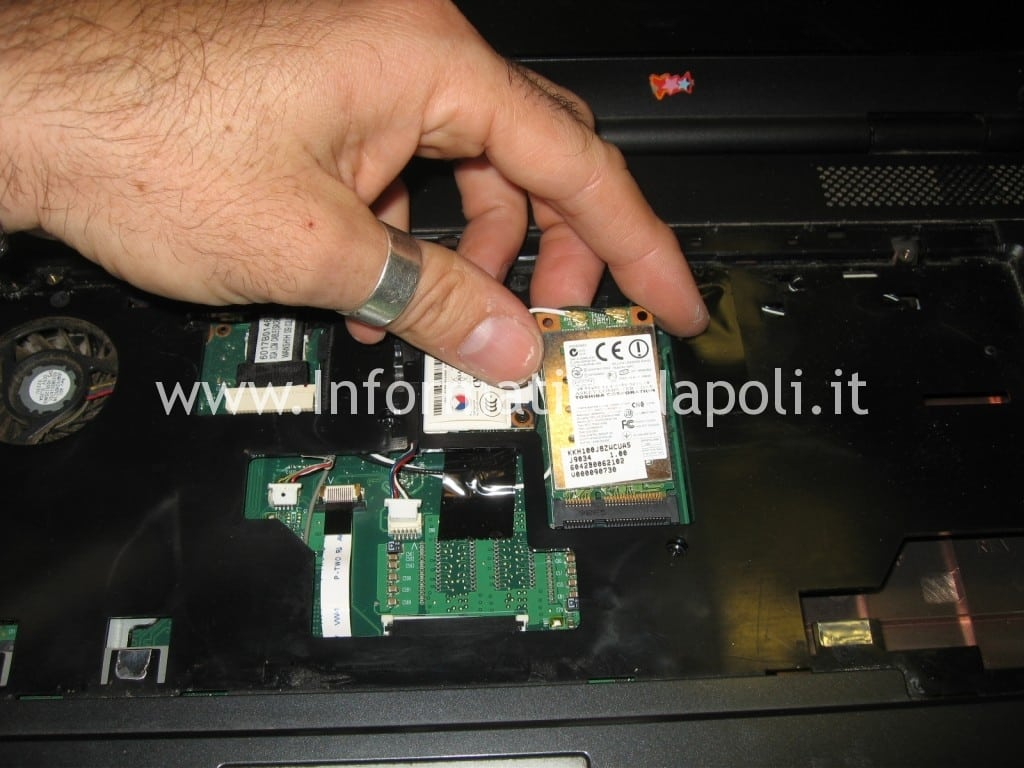 Toshiba L300 - 20Z PSLB8E non si accende