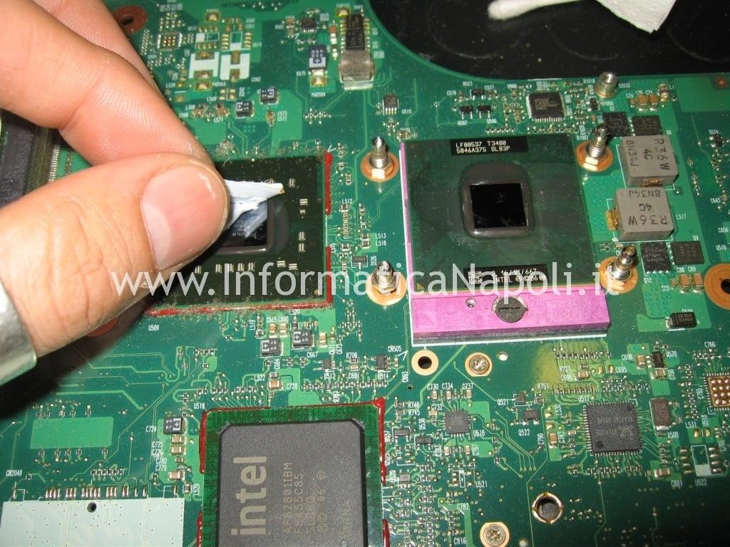 cambio pasta termoconduttiva Toshiba L350 - 17R PSLD8E