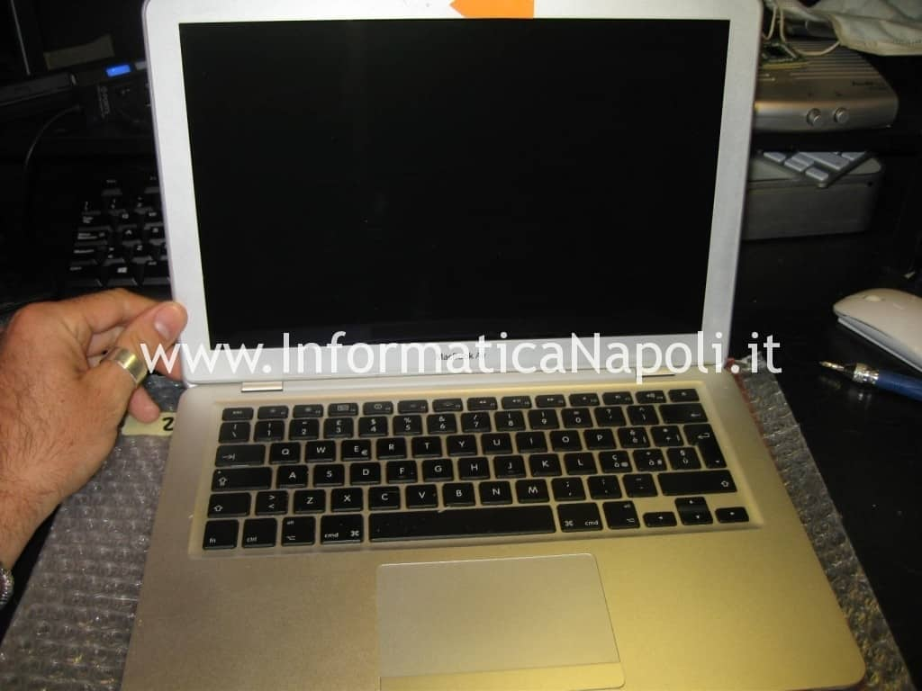 Problema MacBook air A1237 A1304 metà 2009 non si accende