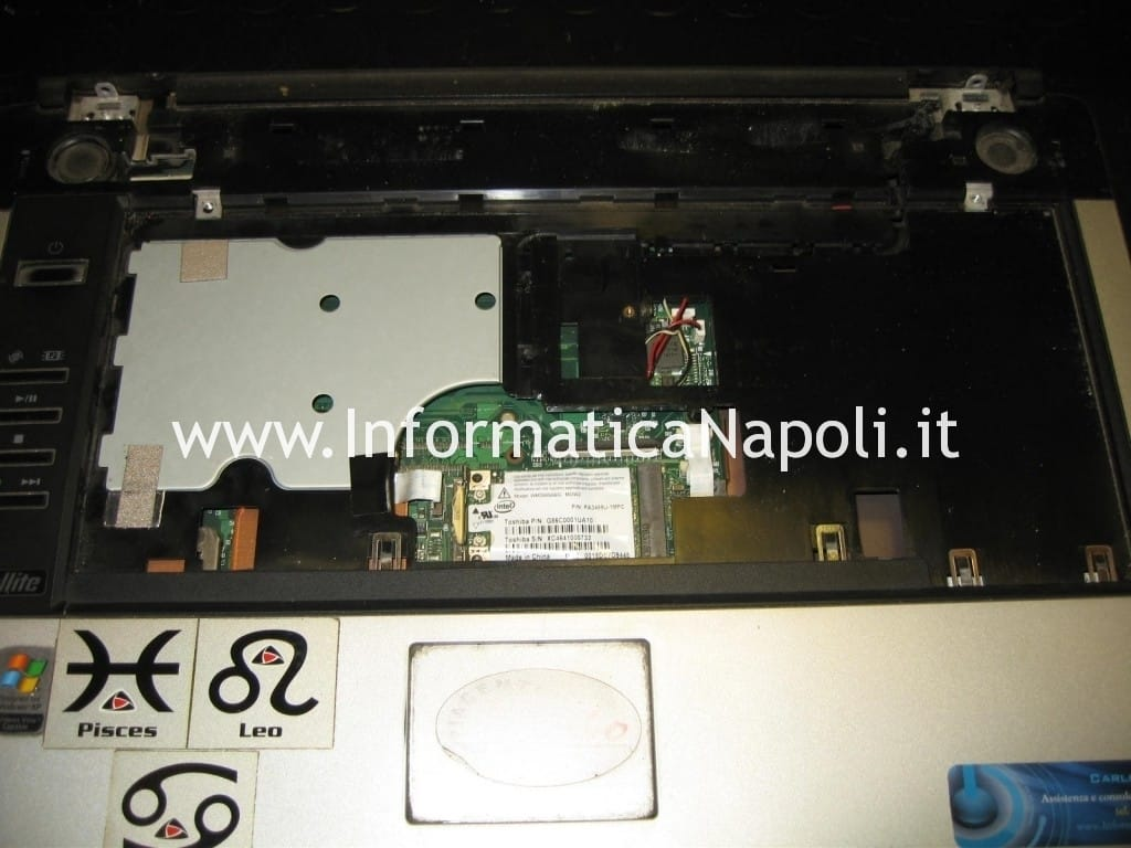 sostituzione schermo Toshiba Satellite A100 - 139