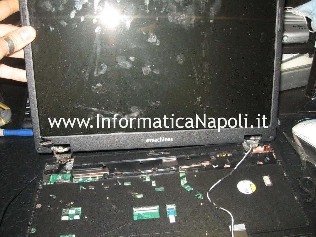 sostituire schermo eMachine e728