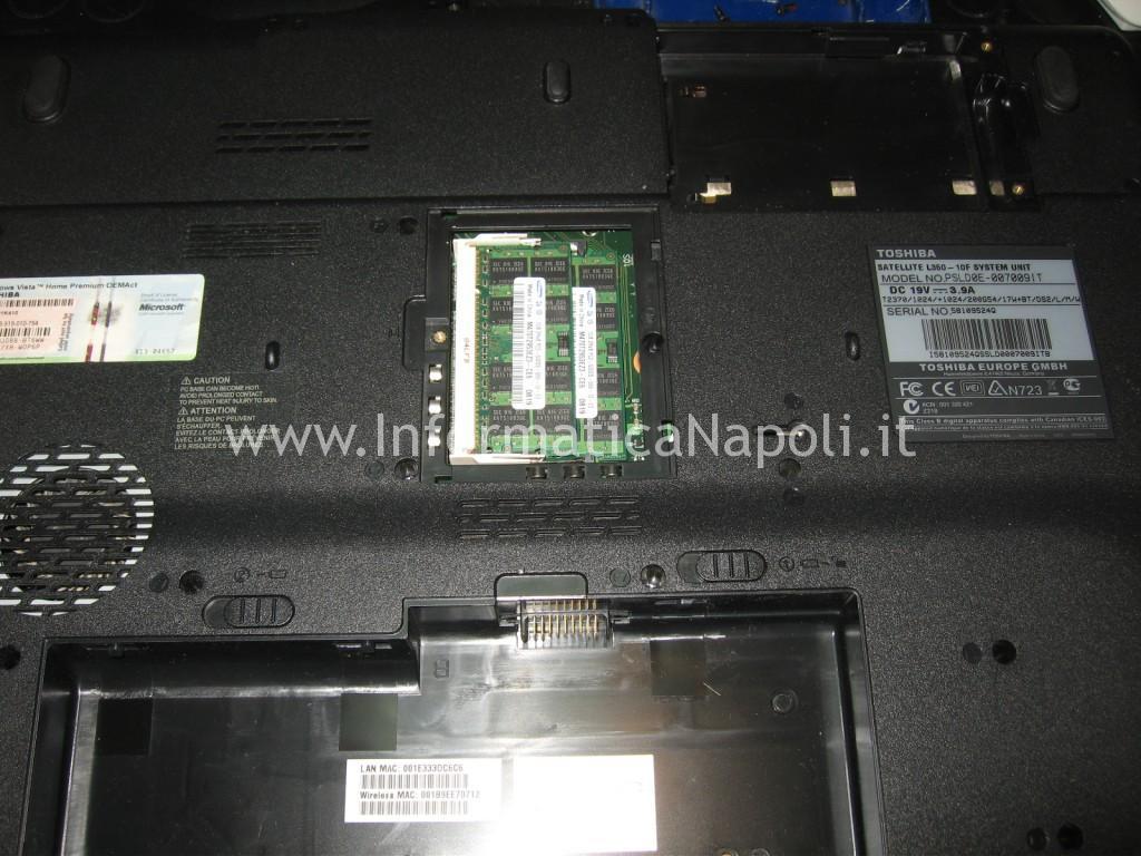 Come riparare Toshiba Satellite L350D - 12G PSLE8E