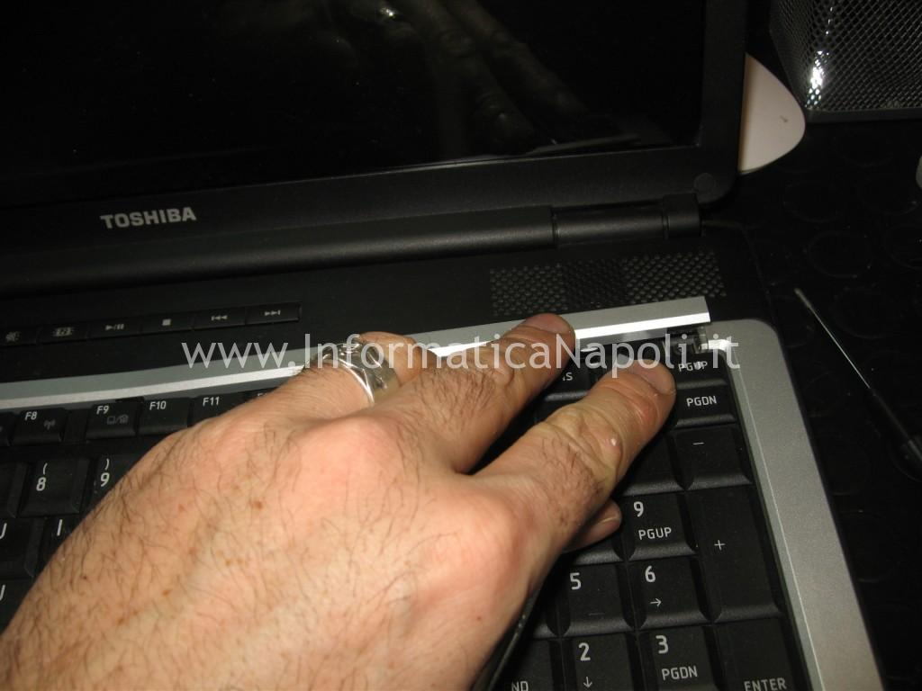 smontare tastiera Toshiba L350 - 10F PSLD0E