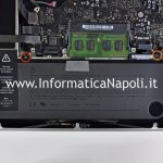 smontare batteria scheda madre macbook pro unibody 2009