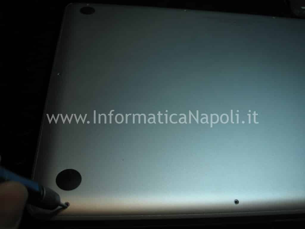 Problemi scheda video Macbook pro assistenza apple aprire Apple MacBook pro unibody