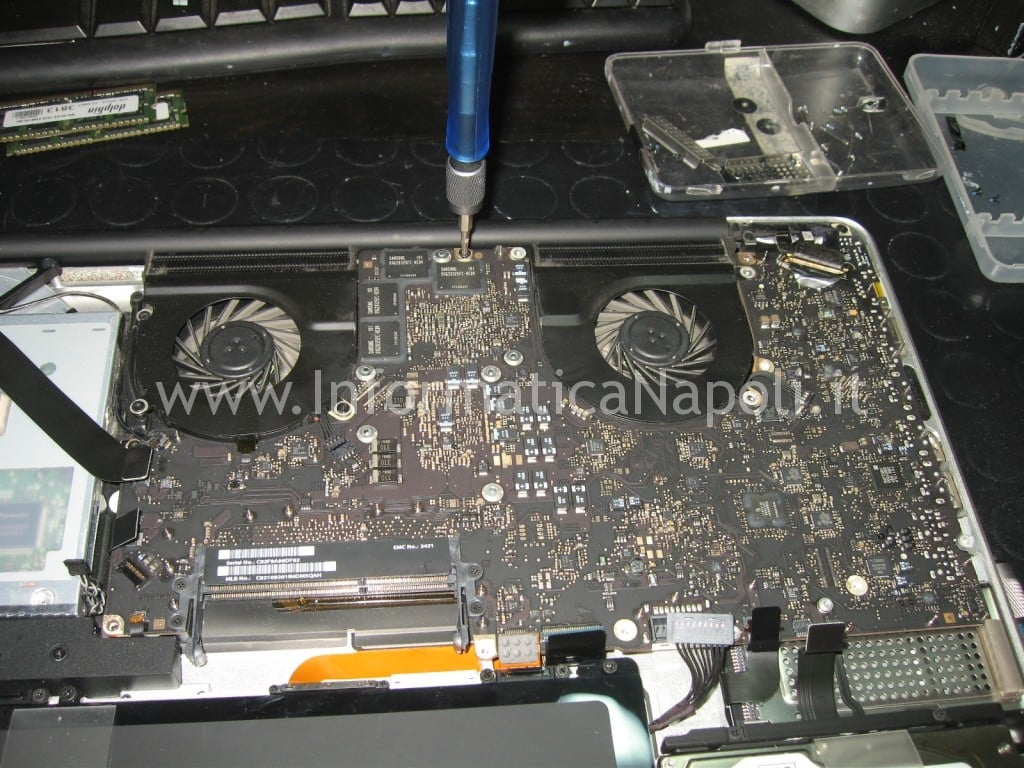 assistenza Apple MacBook pro 17 A1297 unibody