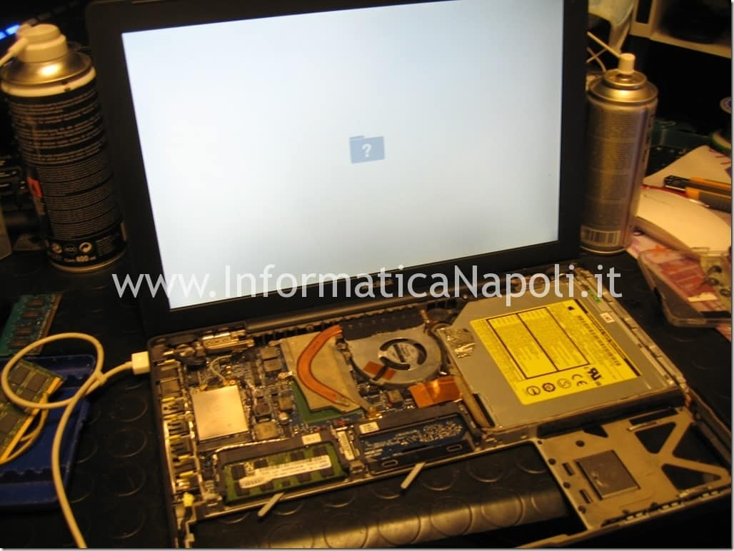 aprire Apple MacBook mod. a1181 napoli