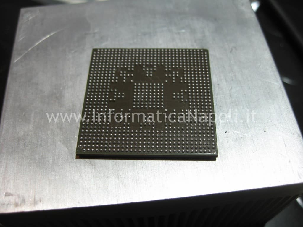 BGA reballing ball di stagno chip impallinato Apple MacBook pro A1297 ATI