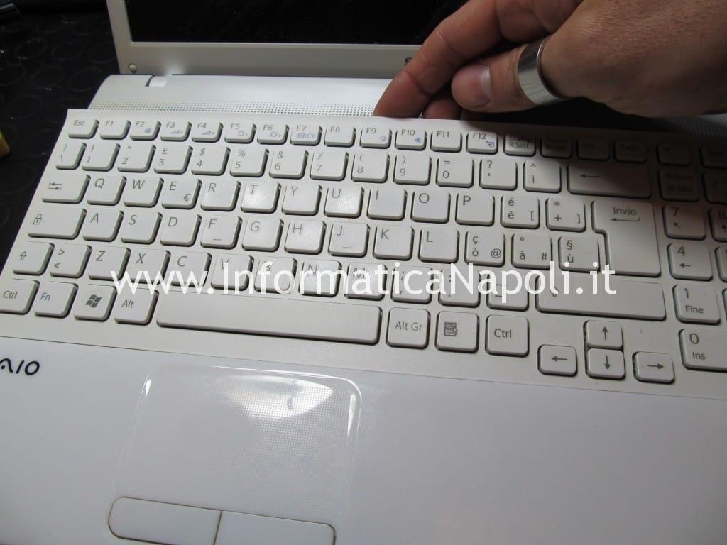 smontare cambiare tastiera sony vaio VPCEB1A4E PCG-71211M