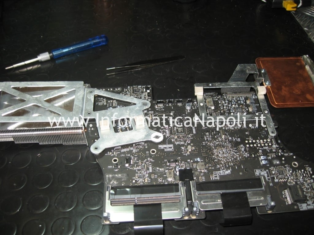 come riparare scheda madre apple imac a1311 MB950