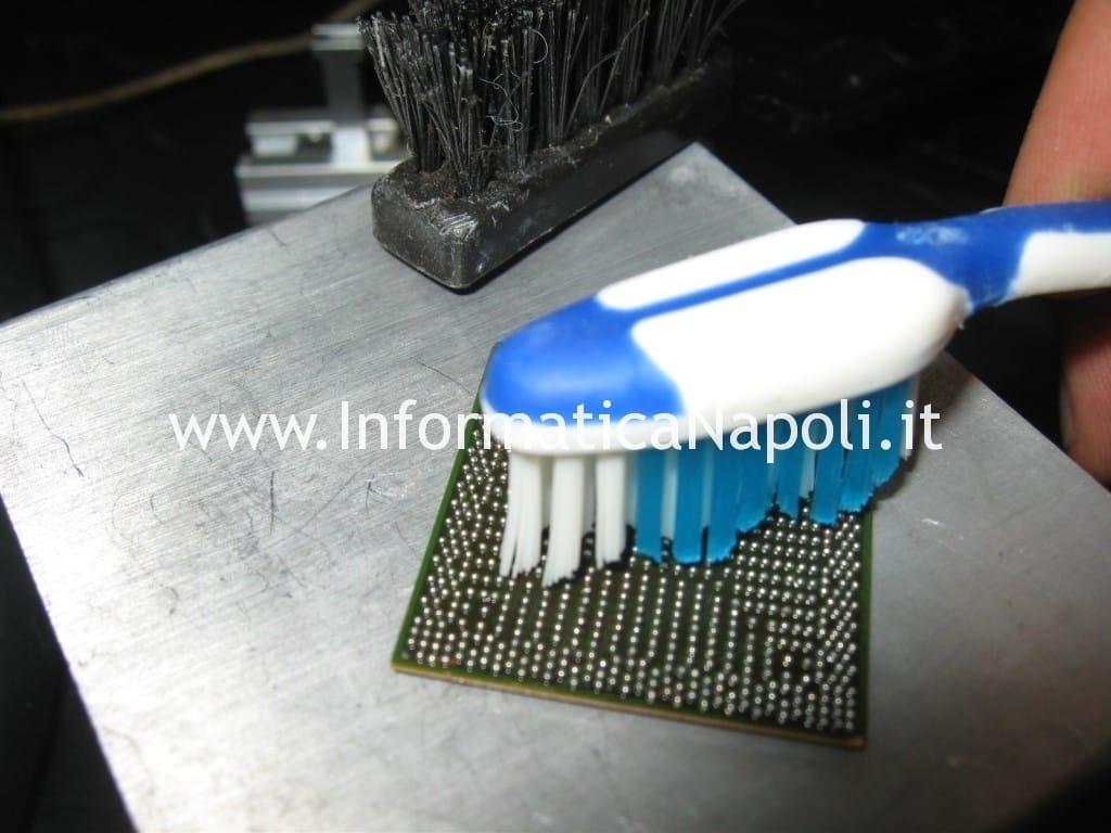 pulizia chip con ball stagno con piombo reballing rework chipset bga