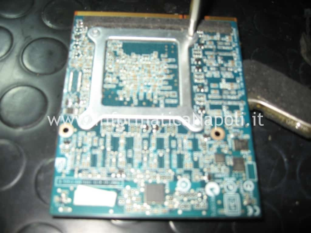 reballing reflow scheda video Apple A1225 24 pollici EMC 2134