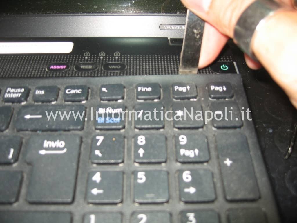 smontare tastiera video Sony VPCEB3L1E 71211M