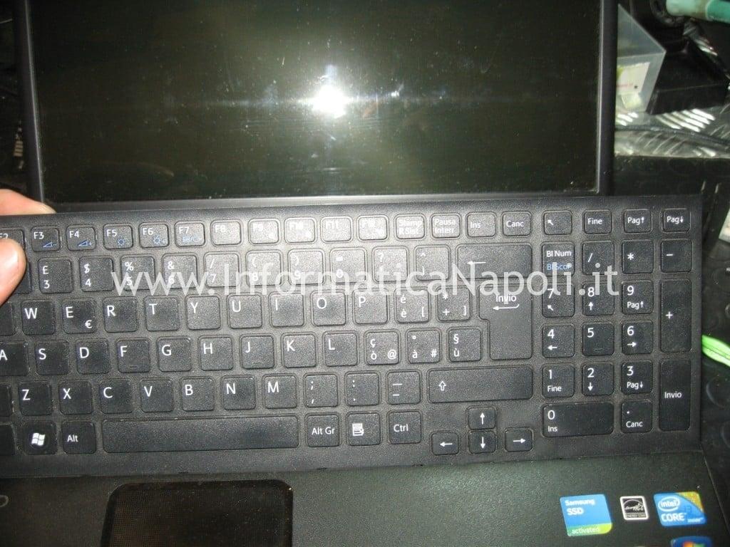 smontare sostituire tastiera Sony VPCEB3L1E 71211M