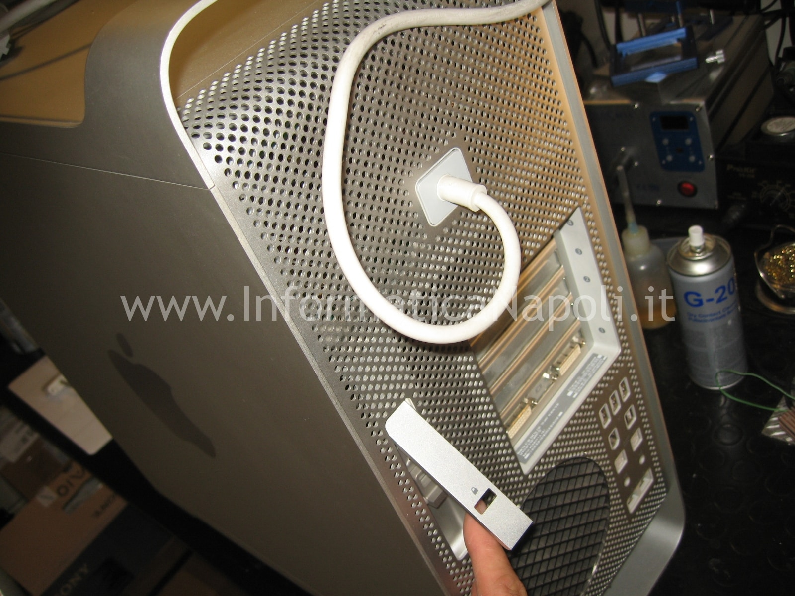 come aprire Apple Mac Pro A1186 EMC 2180