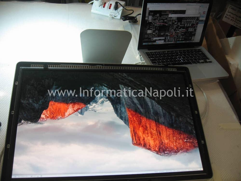 "Apple LED Cinema Display 24"" MB382LL A1267 riparato"