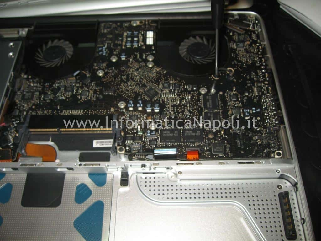 come smontare Apple MacBook A1286 15 logic board 820-2330-A