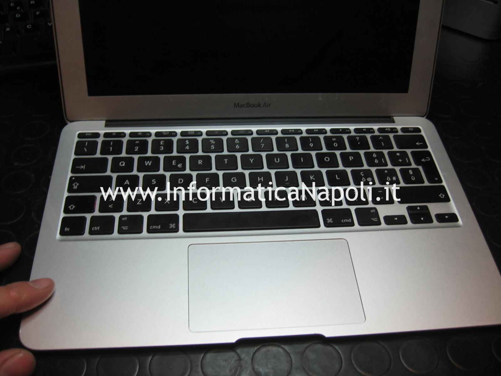 liquido nell' Apple MacBook AIR 11 A1465 EMC 2631