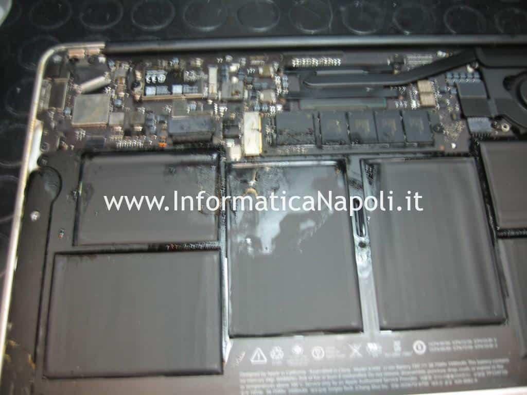 riparazione scheda logica Apple MacBook AIR 11 A1465 EMC 2631