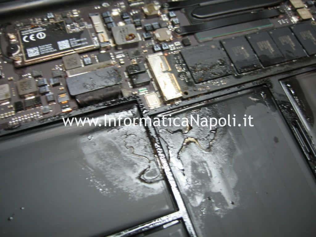 pulizia scheda logica Apple MacBook AIR 11 A1465 EMC 2631