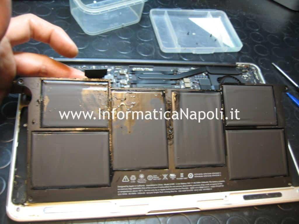 rimozione batteria Apple MacBook AIR 11 A1465 EMC 2631