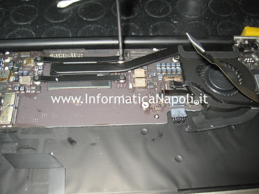smontare dissipatore ventola Apple MacBook AIR 11 A1465 EMC 2631
