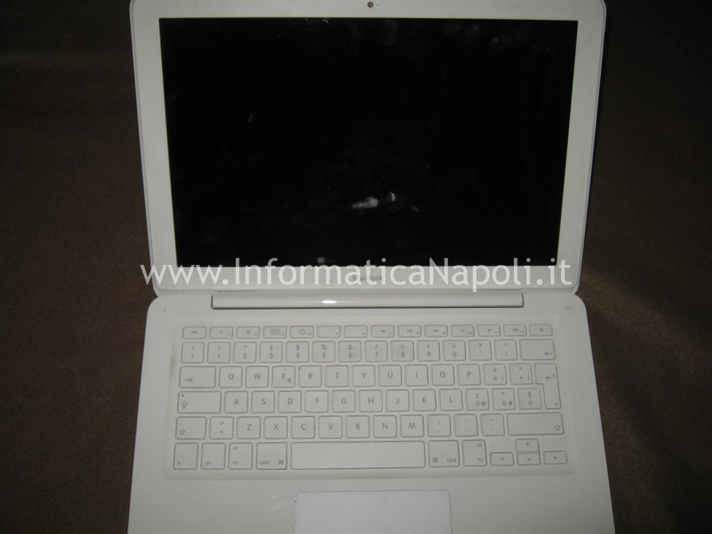 schermo nero Apple MacBook A1342 EMC 2350