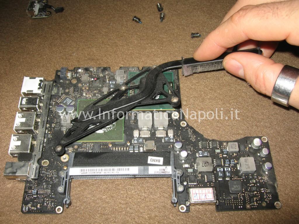 pulire dissipatore ventola nVidia GeForce 9400M Apple MacBook A1342 13.3 EMC 2350