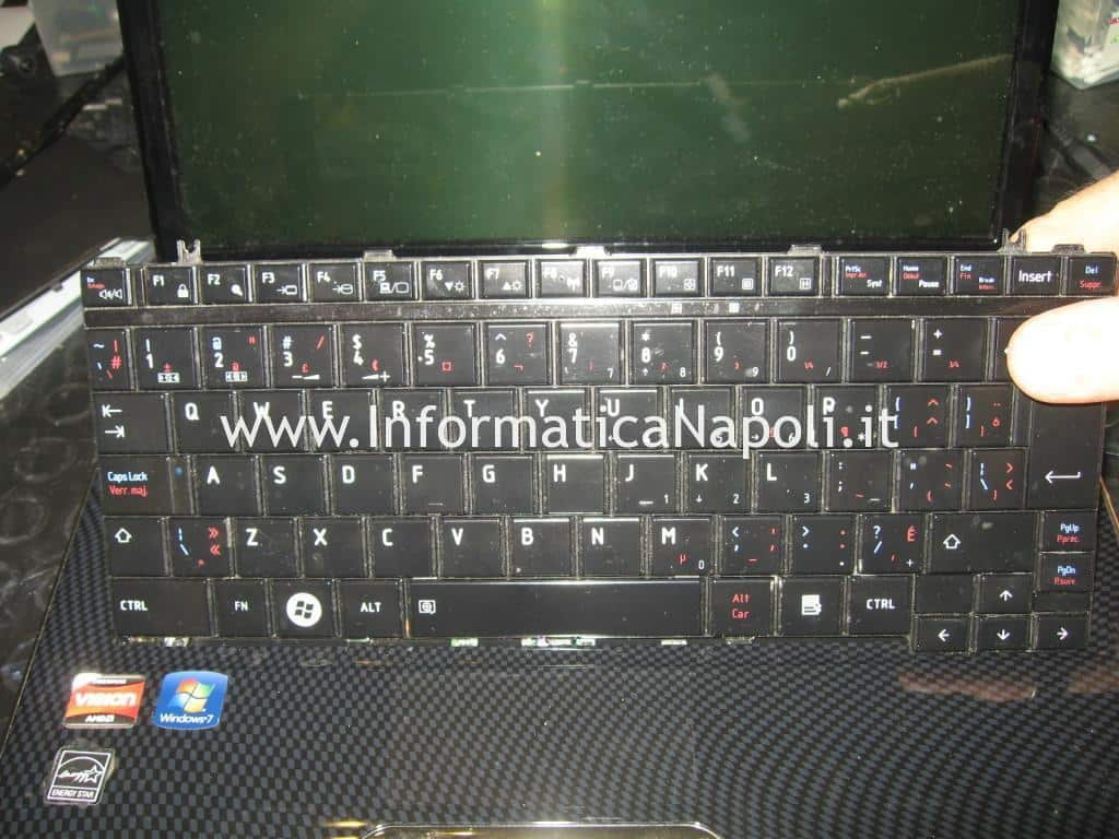 Smontare tastiera Toshiba Satellite T130D