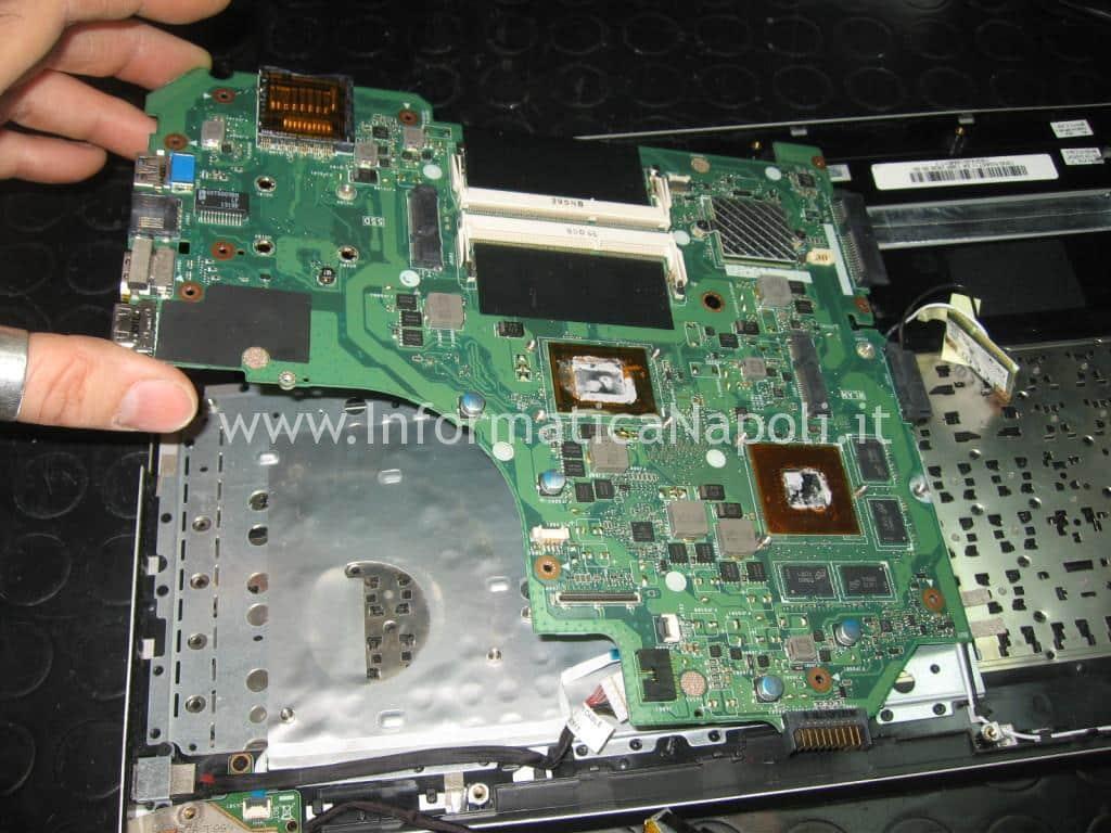 rimuovere scheda madre ASUS A56C K56CB A56CB XX174H
