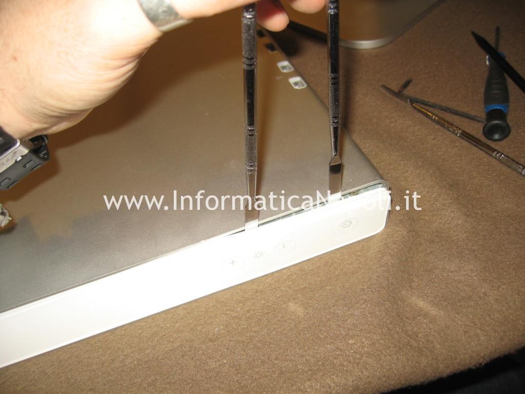 rimuovere barre laterali Apple Cinema Display A1082
