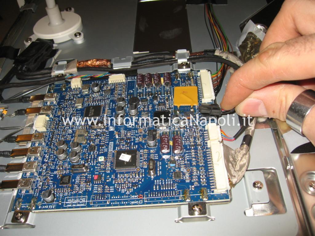 come riparare Apple Cinema HD Display A1082 con schermo nero