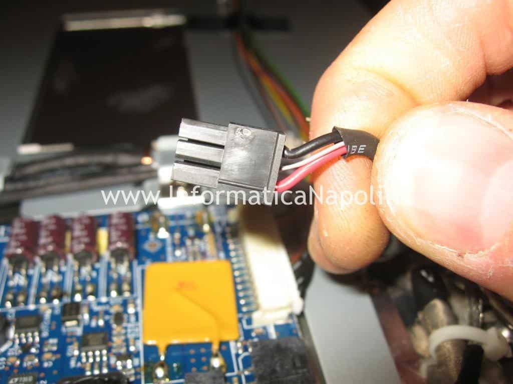 power connector Apple Cinema HD Display A1082 con schermo nero