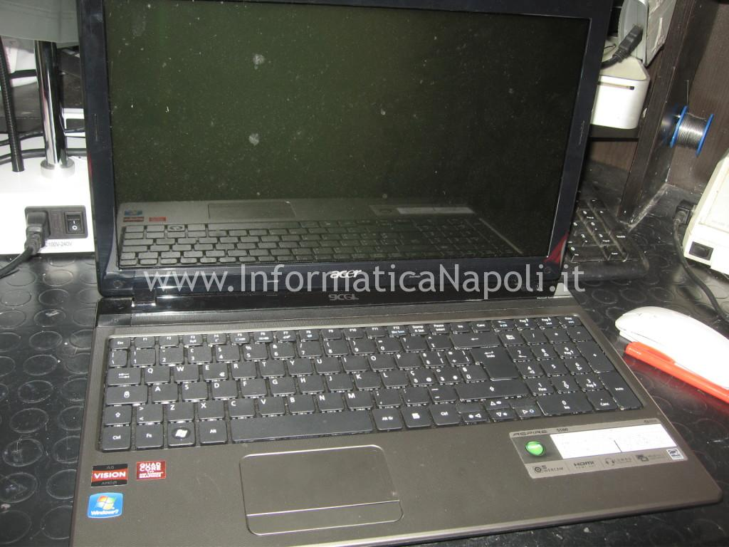 Acer Aspire 5560 schermo nero