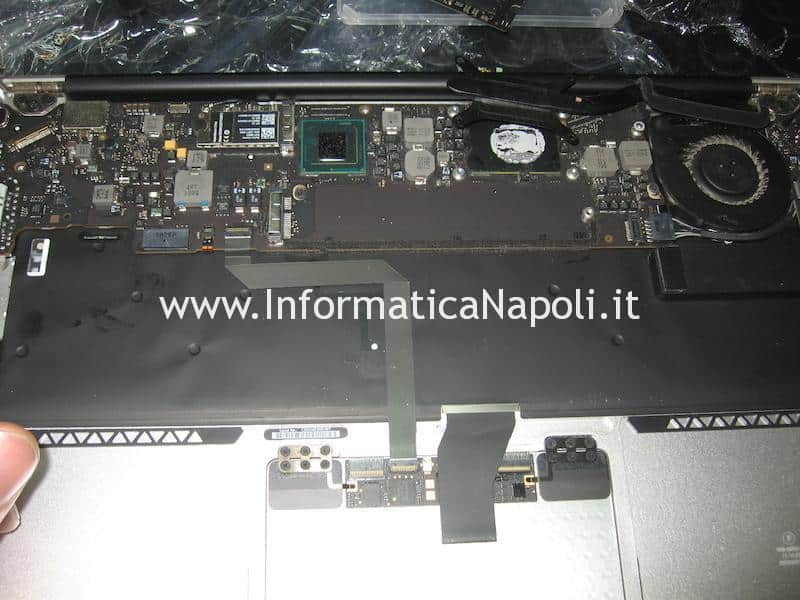 come smontare tastiera Apple MacBook A1466