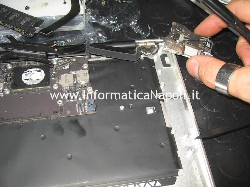 rimuovere scheda magsafe Apple MacBook air 13 A1466