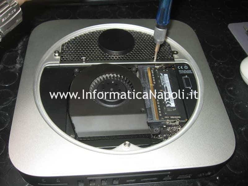 smontare aprire Apple Mac Mini Mac A1347