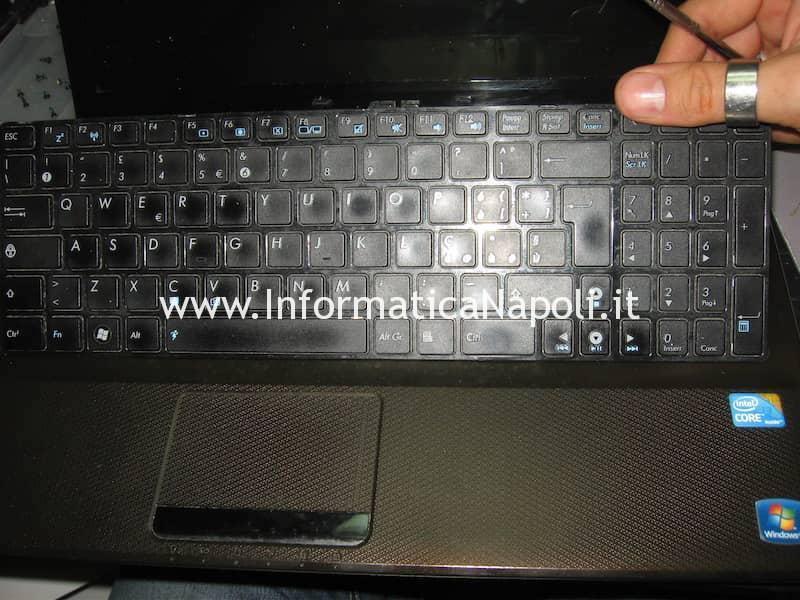 rimuovere tastiera Asus K52F X52F-SX053V