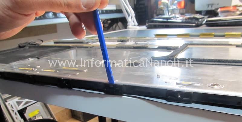 rimuovere cornice strato esterno pannello display imac 27