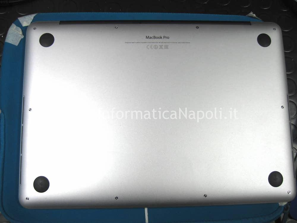 aprire Apple MacBook 13 retina A1502 A1425 2012 2013 2014 2015 scheda logica 820-3476-A EMC 2678 problema backlight retroilluminazione