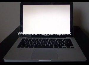 schermo bianco macbook