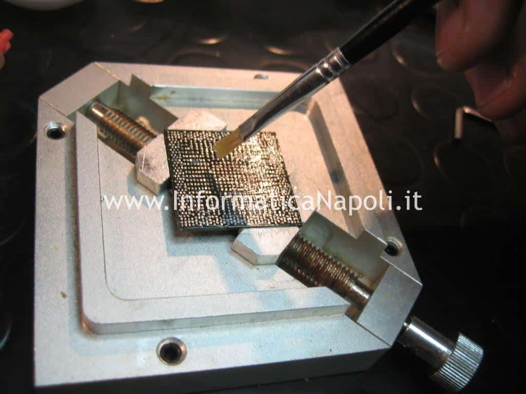 pulizia BGA rework chipset macbook air 11 A1370 A1465
