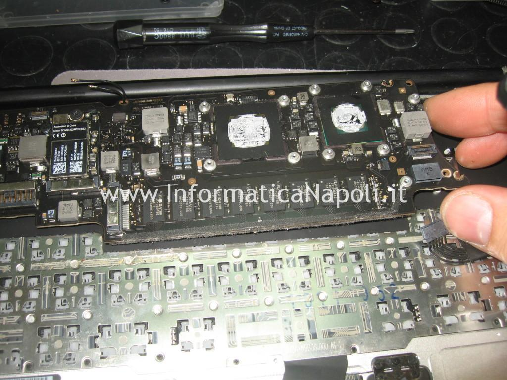 smontare scheda logica Apple MacBook Air 11 A1370 A1465