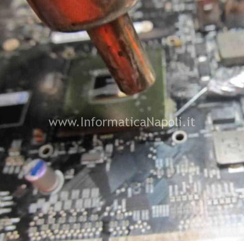 Problemi scheda video Macbook pro Rimozione Colla epossidica reballing A1286