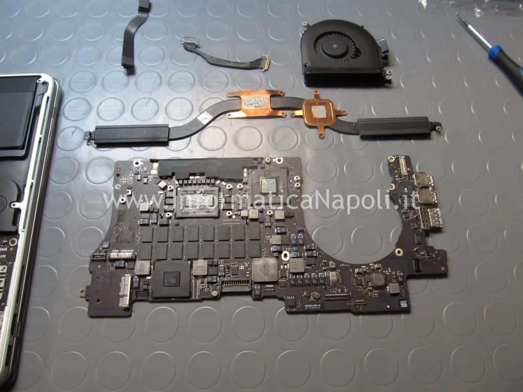 come riparare problema chip grafico scheda logica 820-3332-A MacBook Pro 15 retina A1398 EMC 2512 2012 nVidia N13P-GT-W-A2 GeForce GT 650M